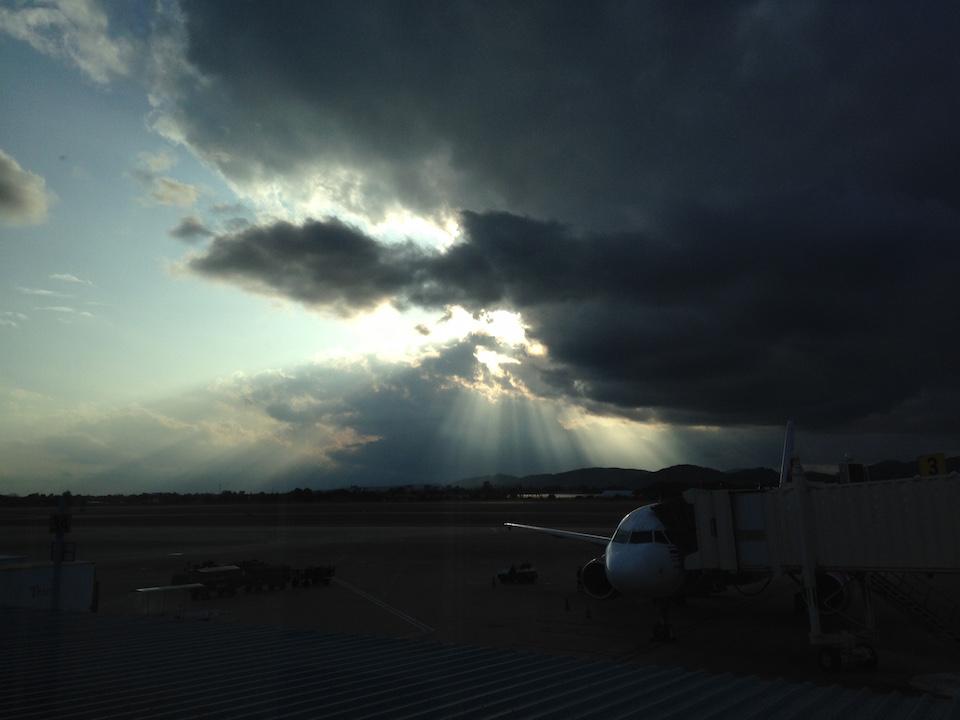 清迈到达后一半晴朗一半阴霾的天空