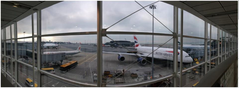 不列颠航空的 A380 巨无霸和左边跑来当参照物的国行 A320 小不点