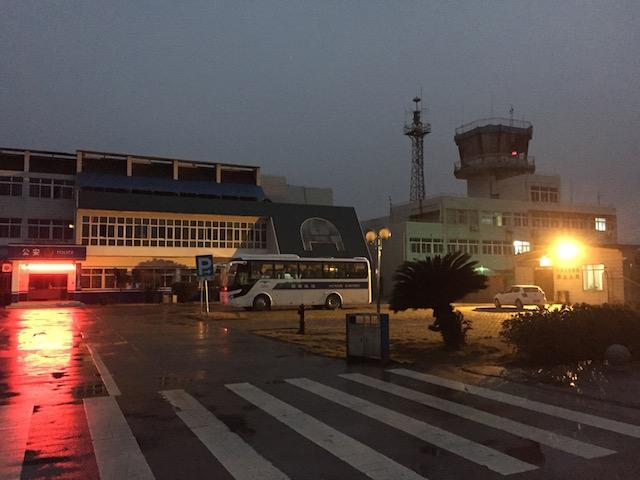 永州机场外角落里孤零零的小 Polo