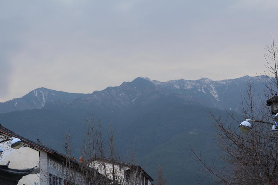 大理古城西边就是点苍山, 常年积雪