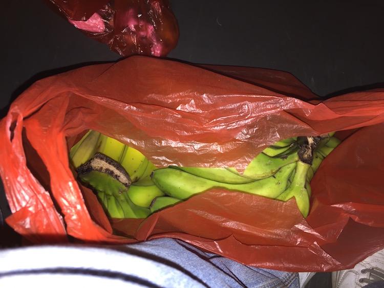 五块钱两把的香蕉, 回家时还剩一大把