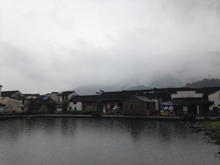 雨中龙门古镇, 最近烟雨江南见的有点多