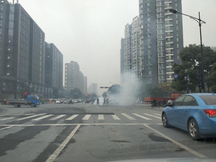 路遇有车自燃